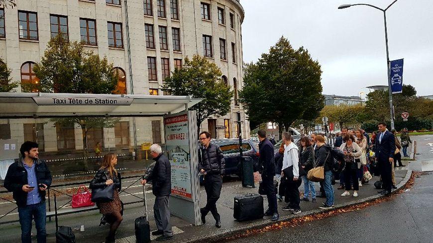 nantes apr s une violente agression contre des contr leurs les bus et les trams l 39 arr t ce. Black Bedroom Furniture Sets. Home Design Ideas