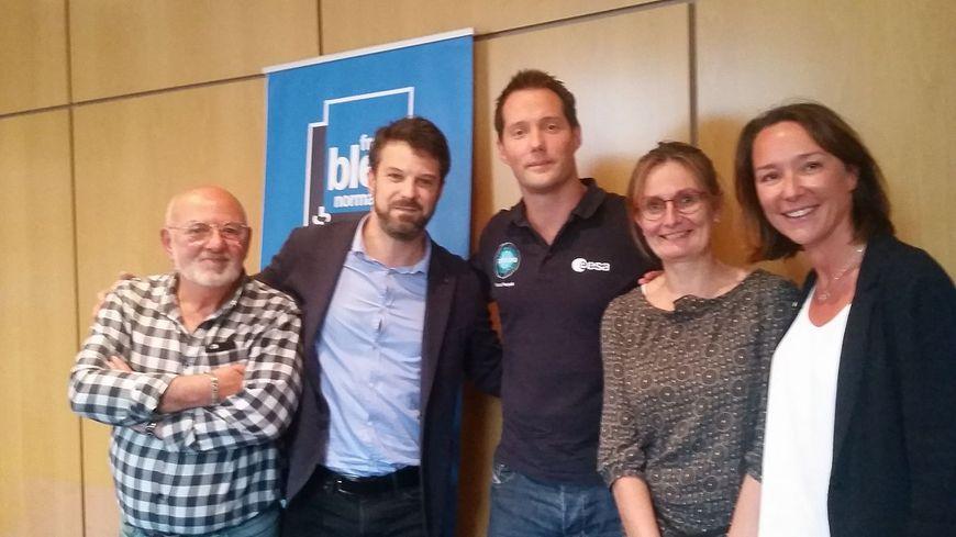 Thomas Pesquet avec l'équipe de France Bleu Normandie