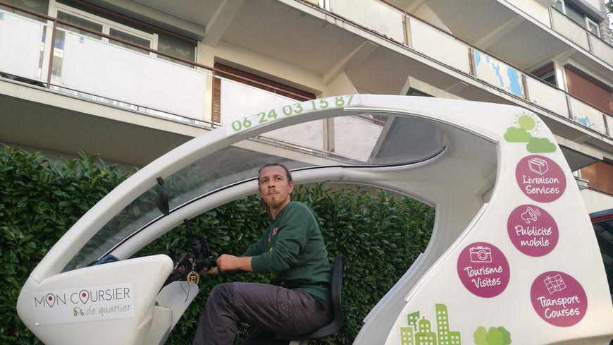Fabrice Quenot est coursier à vélo depuis 13 mois à Dijon
