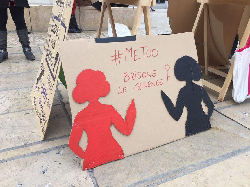 Une des pancartes lors du rassemblement #metoo à Clermont-Ferrand.