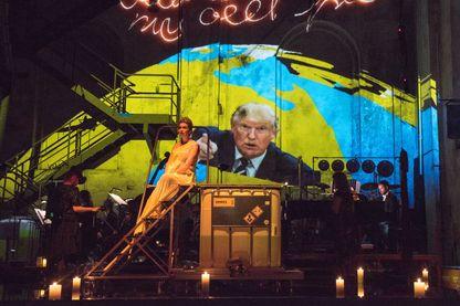 Une scène de l'opéra « Kein Licht  » lors de sa création le 25 août 2017 à Duisbourg, en Allemagne