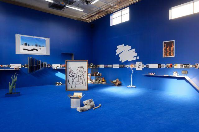 """Vue de l'exposition """"Days are Dogs"""" - Carte Blanche à Camille Henrot - Palais de Tokyo / Courtesy de l'artiste et de Metro Pictures (New York) ; ka  mel mennour (Paris/Londres) ;   Galerie König (Berlin)"""