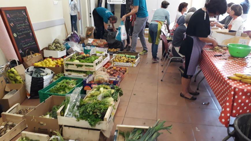 Des fruits et légumes collectés sur le marché central à La Rochelle