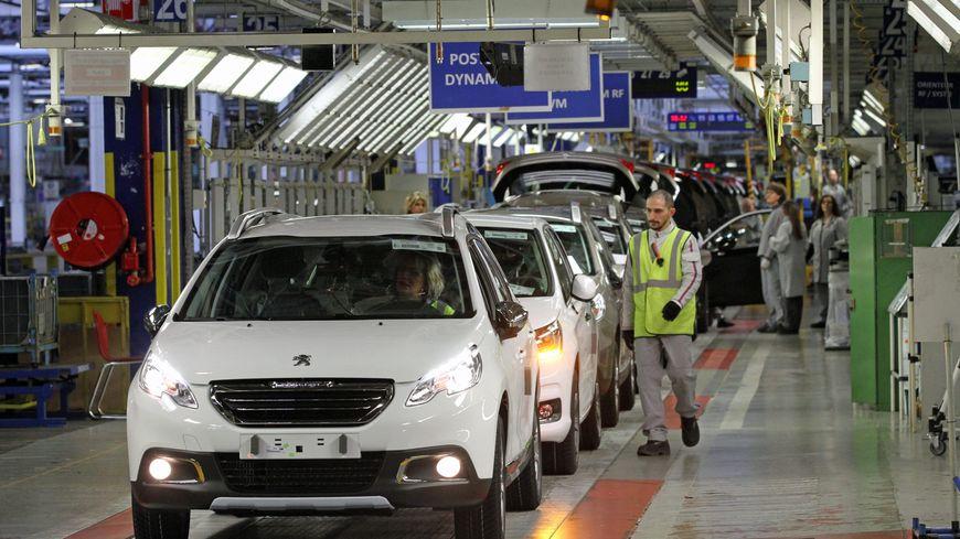 La chaîne de montage de la Peugeot 2008 chez PSA à Mulhouse.