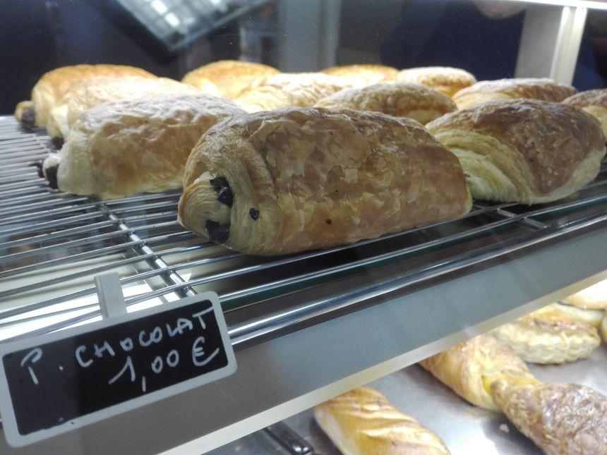 1 euro le pain au chocolat, 95 cents le croissant, la boulangerie Les Trois Amours à Evreux n'a pas décidé d'augmenter ses prix