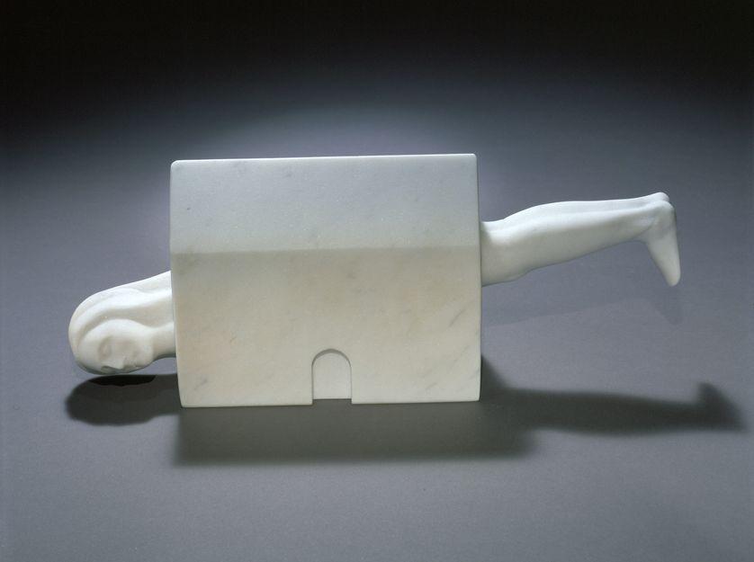 Louise Bourgeois (1911-2010), Femme Maison, 1994 Marbre blanc 12.7 x 31.8 x 7 cm Collection Louise Bourgeois Trust