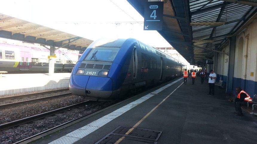 Il fallait montrer patte blanche pour accéder aux trains en gare de Bourges ce vendredi après-midi