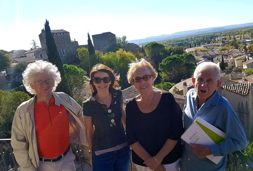 Patrick ROCHIER, Julie GACHON, Florence CUILLERAI et Jean MAUPEU. En arrière plan, la maison cardinale.