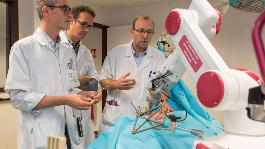 Les 3 médecins, auteurs de la première mondiale réalisée au CHU d'Amiens