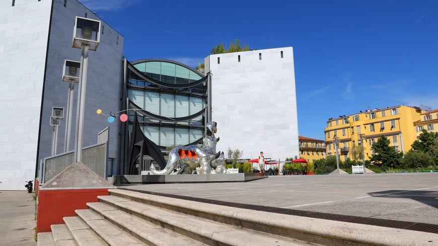Le musée d'art moderne et contemporain dans le centre-ville de Nice