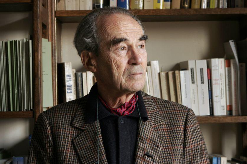 Portrait de Robert Badinter à son domicile, le 27 février 2006, près du jardin du Luxembourg, à Paris.