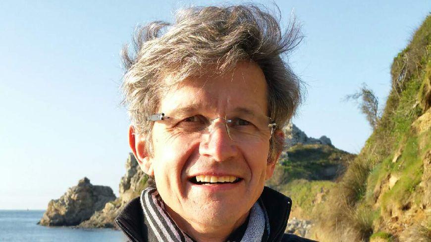 Pierre Kerlévéo, généalogiste successoral