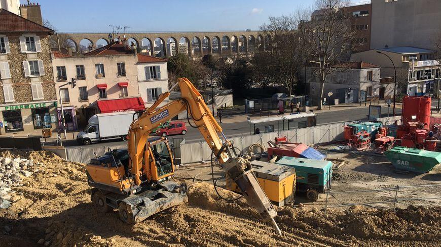 Le chantier de la gare de Cachan, sur la future ligne 15 du Grand Paris Express