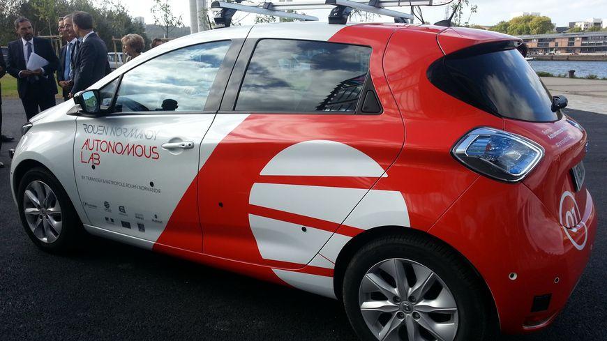 L'une des Renault Zoe expérimentales a été présenté à la presse devant la Métropole