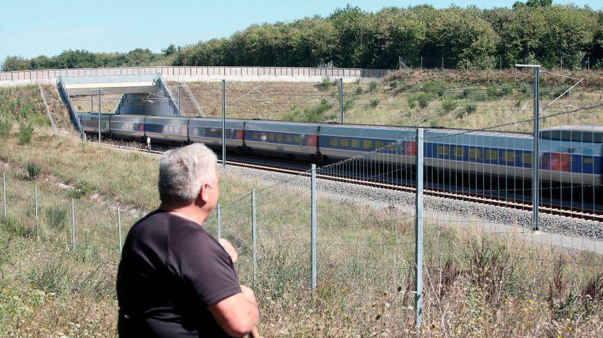 De nouvelles mesures du bruit au passage des trains dans les hameaux tourangeaux les plus proches de la LGV