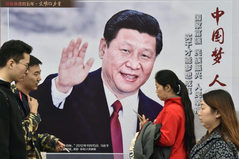 Affiche représentant Xi Jinping dans une rue de Pékin à la veille du XIXe congrès du parti communiste chinois
