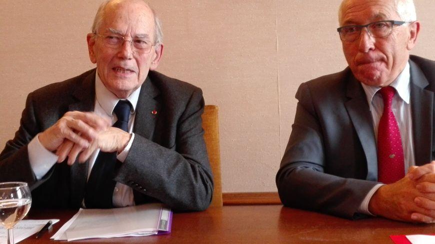"""L'ancien Directeur Général du FMI, Michel Camdessus, président du Fonds de dotation """"Bayonne Mécénat"""" et Jean-René Etchegaray, maire de la ville"""