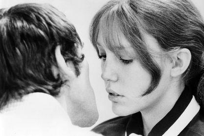 """Anne Wiazemsky en 1968. Image tirée du film de Pier Paolo Pasolini, """"Teorema"""", avec Terence Stamp"""