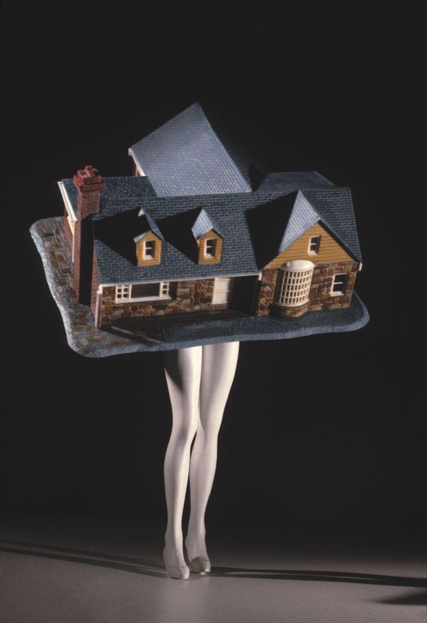 Laurie Simmons, Walking House, 1989, Impression numérique 163 x 117 cm