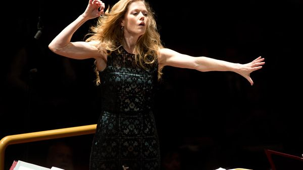 Barbara Hannigan à la tête de l'Orchestre philharmonique de Radio France
