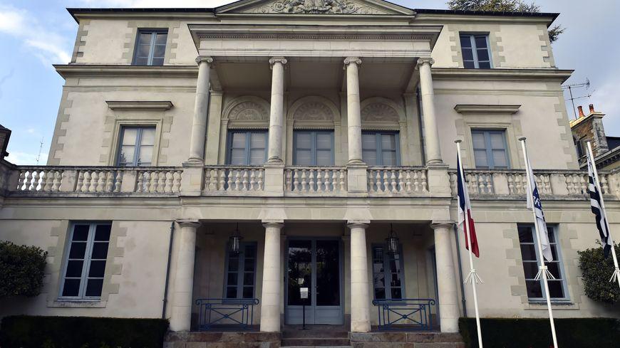 La décision a été votée par le Conseil régional de Bretagne, seul le groupe FN n'a pas participé au vote