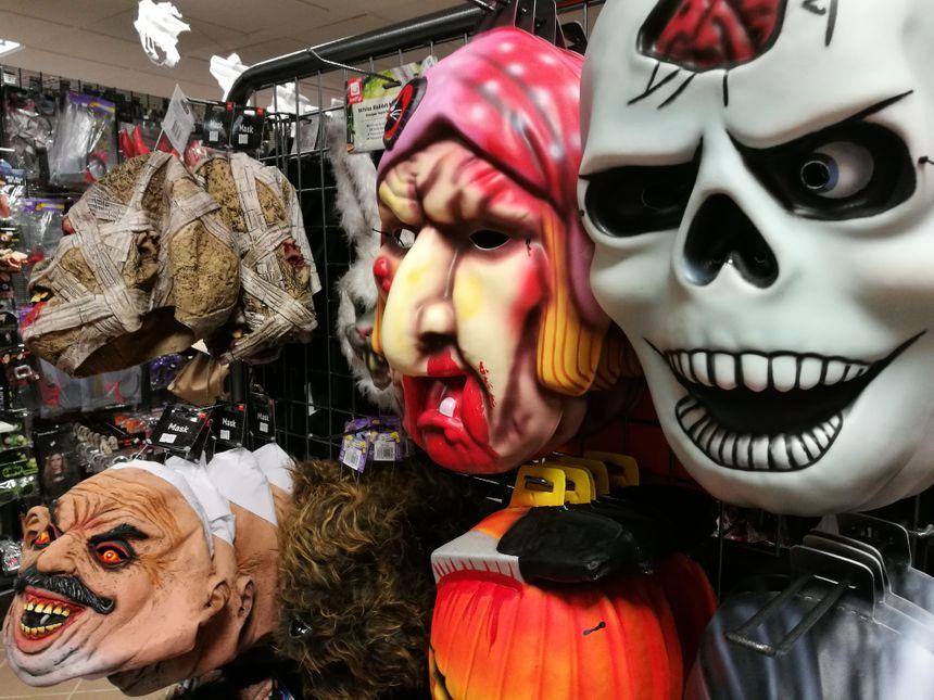 Dans les magasins de déguisement, Halloween reste une des plus grosses périodes de l'année