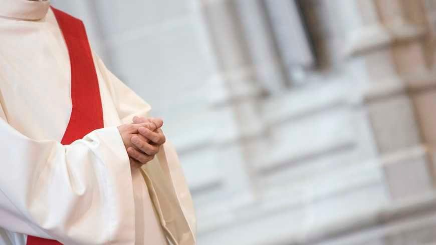 Un magnétiseur de Theillay (Loir-et-Cher) se faisait passer pour un prêtre auprès des fidèles dans le Cher