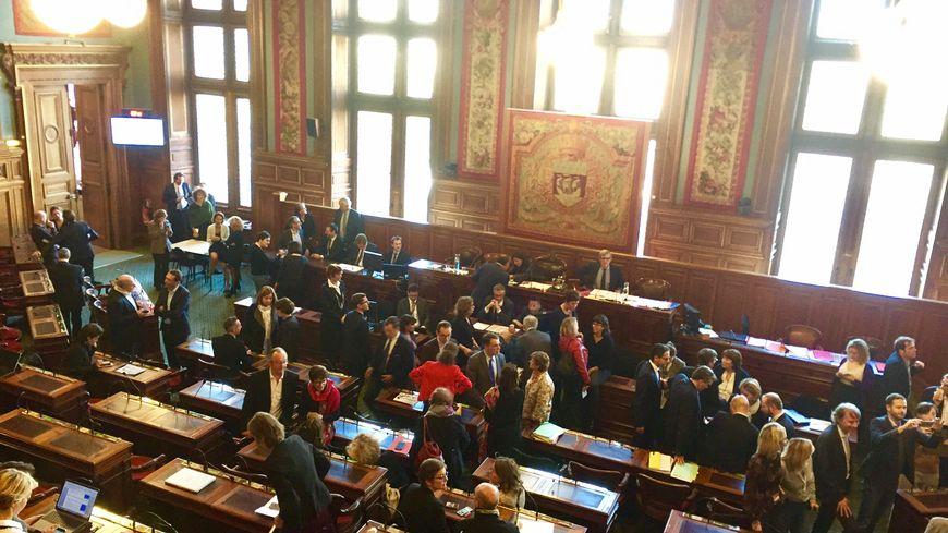 Un conseil municipal extraordinaire ce vendredi a permis de valider le remaniement de l'exécutif, qui passe de 21 à 27 adjoints.