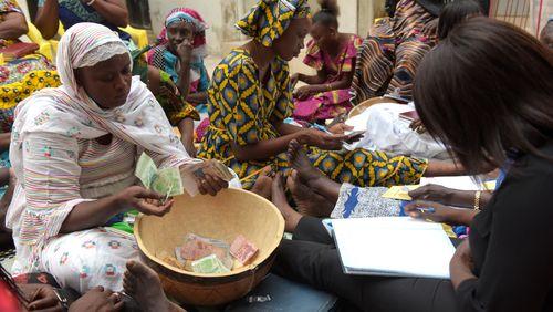 Épisode 3 : Des tontines au microcrédit : quand les dettes structurent la société