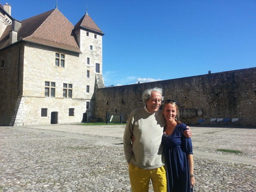 Jean Rochefort à Annecy en 2014, aux cotés de Maud de Cointet, la directrice des Agitateurs de Rêves