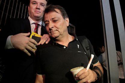 Cesare Battisti  quitte le siège de la police fédérale le 13 mars 2015 à Sao Paulo, au Brésil.