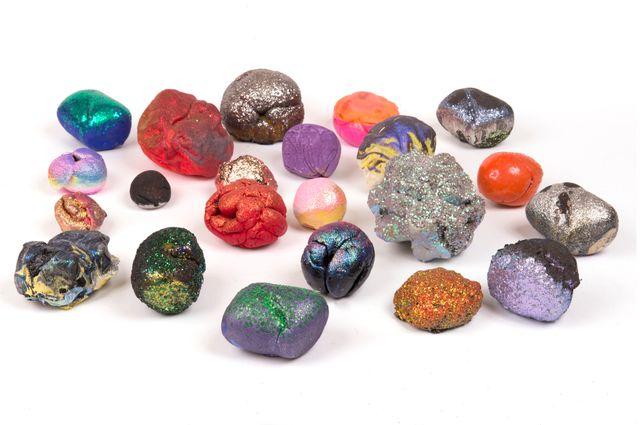 """L'exposition présente de façon ludique toutes les facettes des météorites, leurs aspects historique, scientifique, symbolique mais aussi poétique comme avec cette œuvre d'art exposée : """"unnamed"""""""