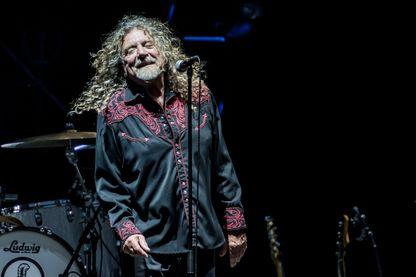 Robert Plant accompagné par the Sensational Space Shifters en concert le 20 juillet 2016 à Milan, en Italie.