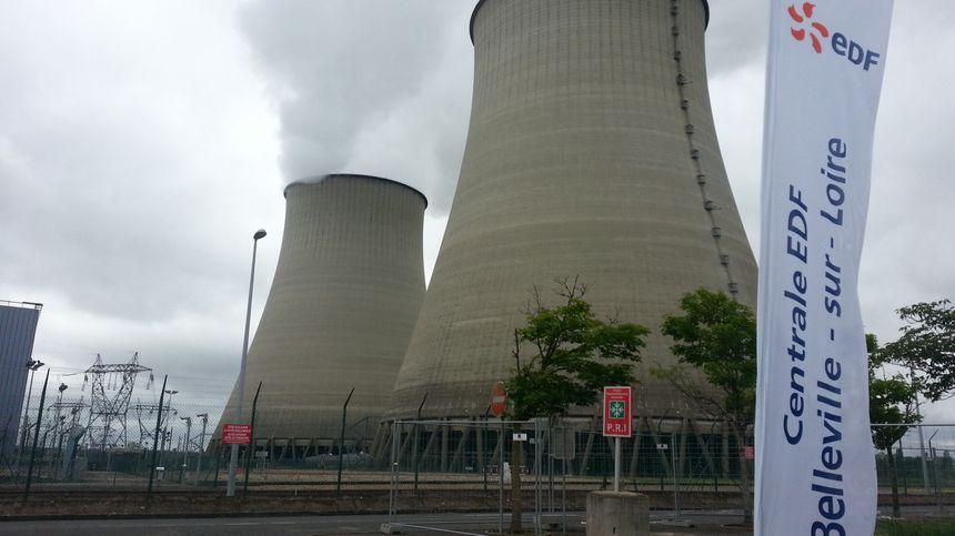 Les deux cheminées de la centrale nucléaire de Belleville sur Loire, dans le Cher.