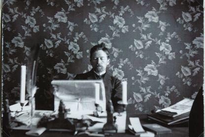 Anton Pavlovitch Tchekhov dans son bureau à Yalta