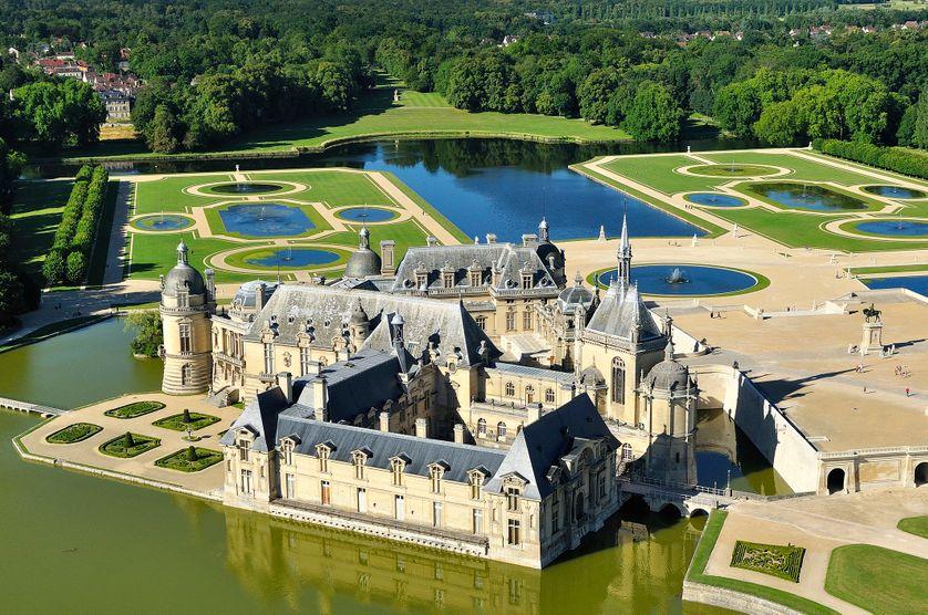 Vue aérienne du château de Chantilly.
