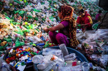 Au Bangladesh, les bouteilles plastiques pourraient servir à rafraîchir les maisons