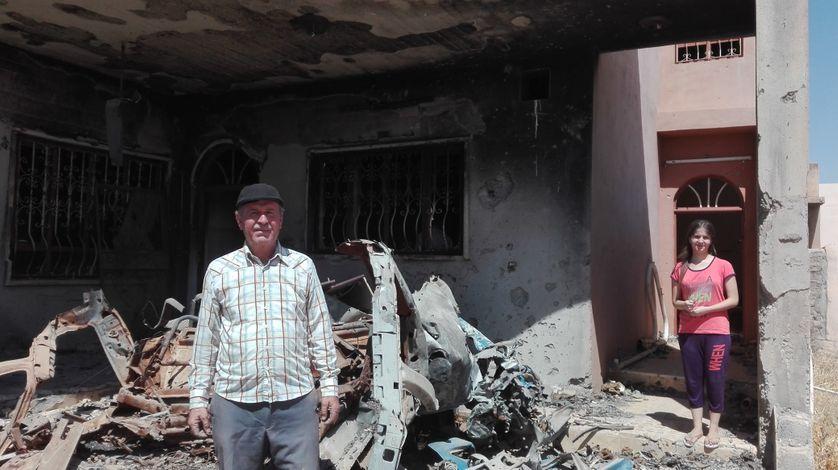 Isaac, un agriculteur chrétien de Batnaya découvre sa maison incendiée