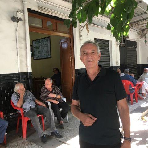 Jacques Ferrandez dans le quartier Belcourt à Alger