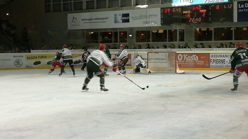 L'Hormadi remporte son 6e match en 6 journées en battant Cergy-Pontoise (5-2)