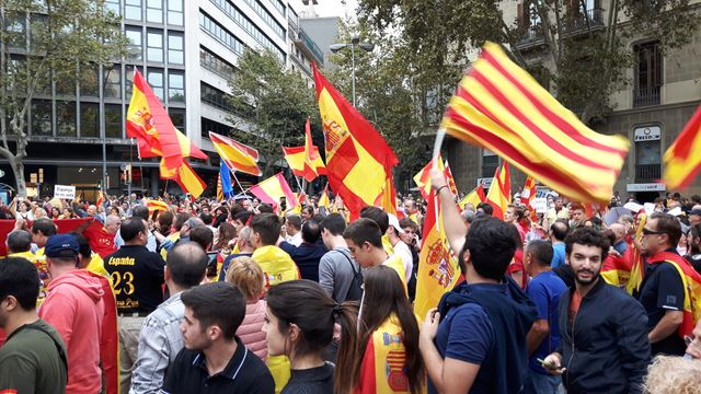 Manifestation anti-indépendantiste samedi 30 septembre 2017 à Barcelone près de la place de Catalogne