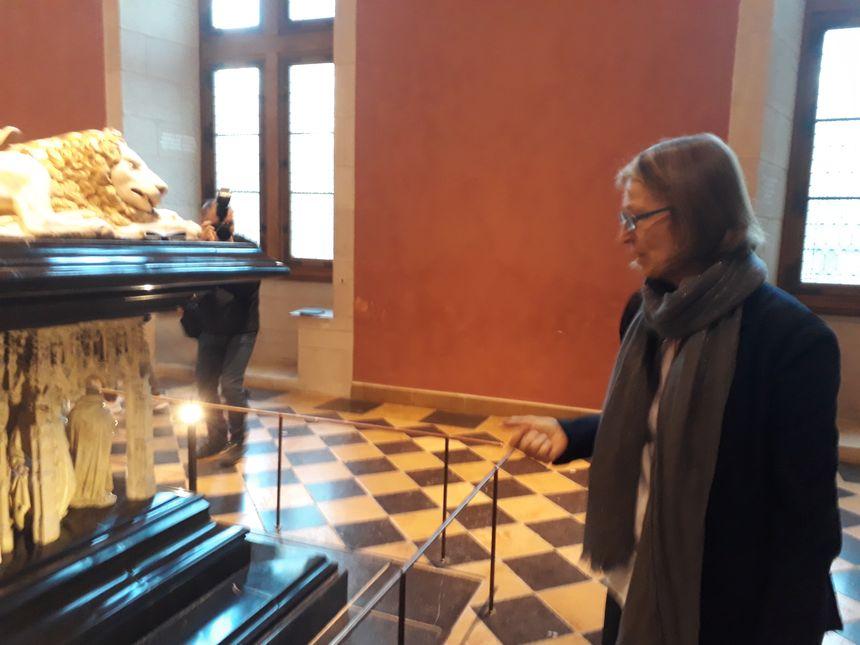 Françoise Nyssen, la ministre de la Culture, émerveillée par les Pleurants des tombeaux des Ducs de Bourgogne