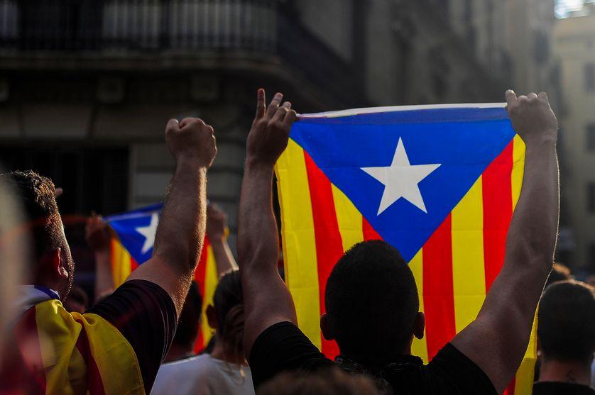 Le drapeau indépendantiste brandi, à Barcelone