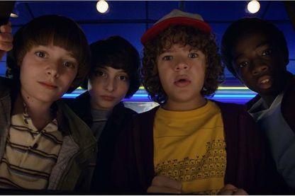 Stranger Things saison 2 (Dacre Montgomery, Noah Schnapp, Sadie Sink, Will Chase)