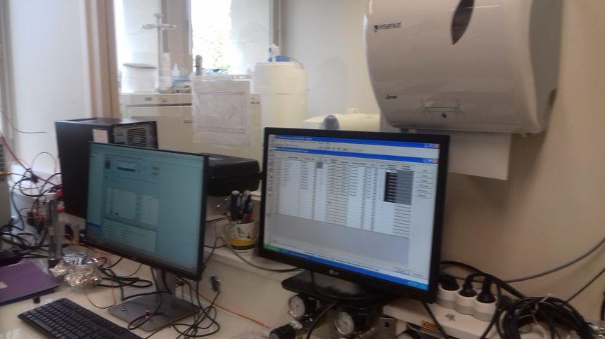 L'analyse des molécules de pesticides par le spectromètre de masse est géré par ordinateur