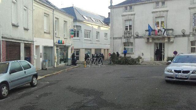Opération de gendarmerie mercredi matin au Pellerin pour interpellé un homme retranché chez lui Auteur :