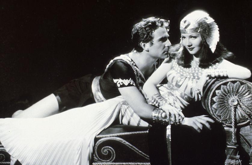 """""""Cléopâtre"""" (1934) de Cecil B. DeMille avec Henry Wilcoxon et Claudette Colbert."""