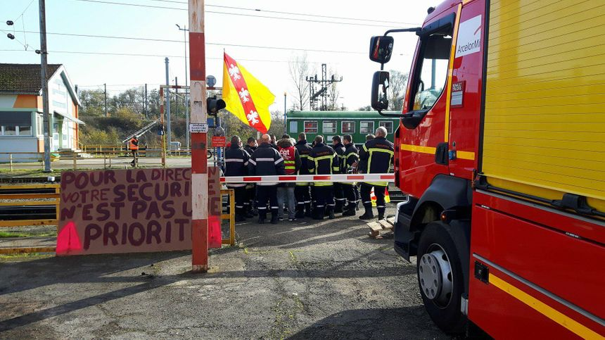 Les sapeurs-pompiers d'ArcelorMittal dénoncent un projet de restructuration de leur service - Radio France