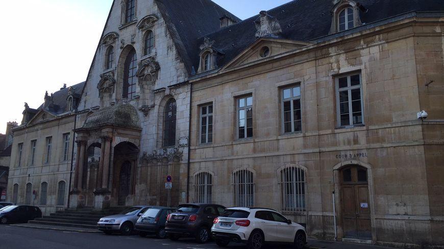 En appel, la cour d'assises de Dijon a condamné Bernard Rousseau à une peine de vingt ans de réclusion criminelle