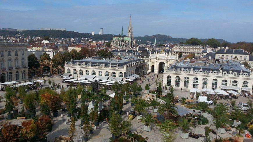 La Place Stanislas, à Nancy, attire d'autant plus de monde pendant les événements (ici, vue des toits de l'Hôtel de Ville pendant le Jardin éphémère)